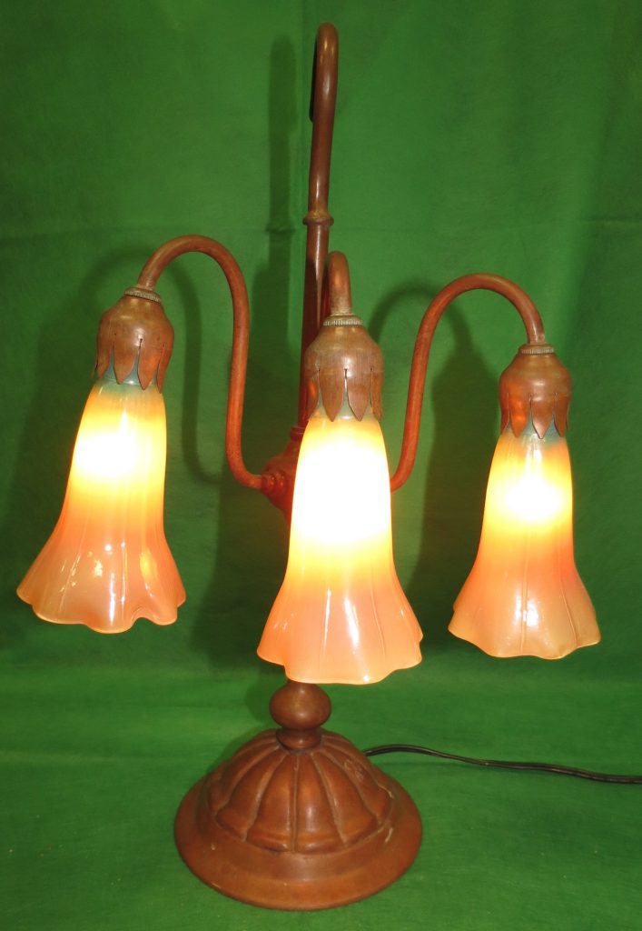 "Tiffany Style Lamp - 3 Lights - H: 16"" Image"