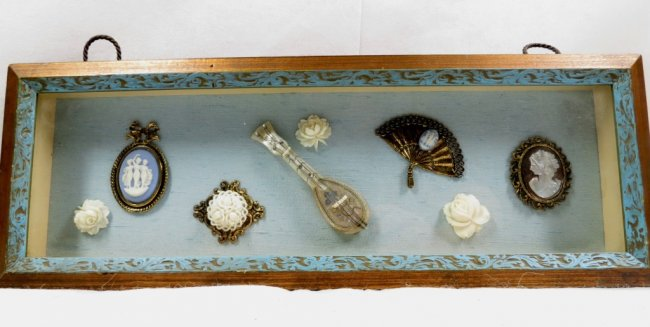 """Miniatures (8) - Mother Pearl - Box 17"""" x 8"""" Image"""
